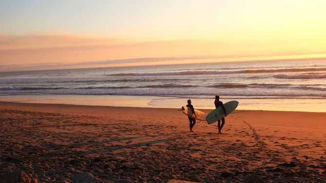 Best fun place to learn surfing in Portugal for the beginners